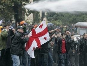 Бурджанадзе ведет своих сторонников к парламенту Грузии