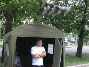 В Геническе активисты партии СПАС изрезали агитпалатку Фронта перемен