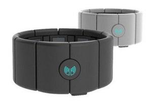 Создан браслет для управления техникой при помощи жестов