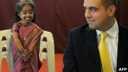 Самой маленькой женщиной мира признали уроженку Индии
