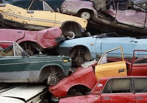 В Киеве нетрезвый водитель джипа повредил на стоянке пять автомобилей