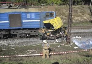СМИ: Владелец автобуса, столкнувшегося с локомотивом под Марганцем, сбежал в Россию