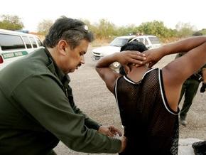 На границе США и Мексики обнаружили 48 нелегалов в цистерне бензовоза