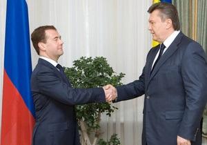 Янукович поздравил Медведева с днем рождения