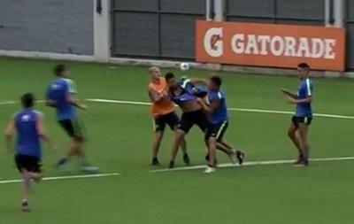 Футболисты жестоко подрались на тренировке