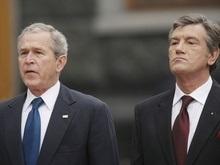 Ющенко и Буш возложили цветы к памятнику жертв Голодомора