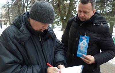 В Беларуси тысячи людей протестуют против налога на тунеядство