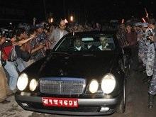 Король Непала сдал корону и съехал из дворца