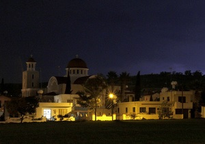 На Кипре включили свет
