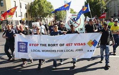 Австралия прекращает выдачу виз работникам фастфуда