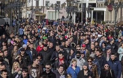 В Беларуси тысячи протестует против налога на тунеядство