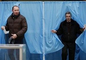 Опрос: Половина украинцев не желают идти на парламентские выборы