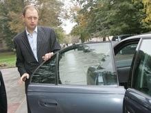 Яценюк отказался от 2 миллионов на покупку автомобиля для спикера