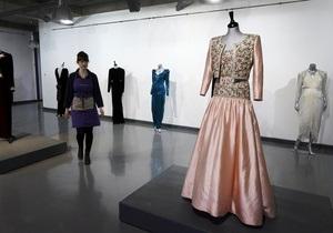 В Лондоне на аукцион выставили платья принцессы Дианы