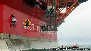 В Арктике Газпром поливает активистов Гринпис холодной водой