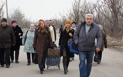 ВЛуганске к 5-ти пленным украинцам пустили родных