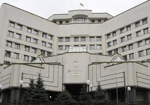 Под зданием КС произошла потасовка между членами Свободы и коммунистом Соломатиным