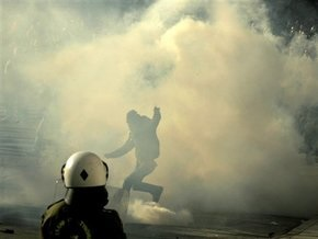 На похоронах греческого подростка, убитого полицейским, вспыхнули новые беспорядки
