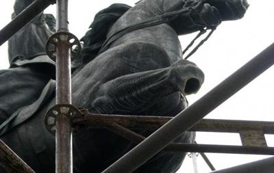 ВКиеве вандалы повредили монумент комдиву Красной армии Щорсу