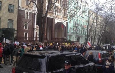 В Киеве вышли поддержать задержанных белорусов