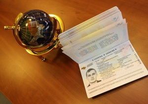 ЕДАПС: МВД платит за загранпаспорт 40 грн, граждане - 383 грн