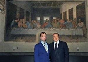 Италия осудила Берлускони за фото с Медведевым на фоне Тайной вечери