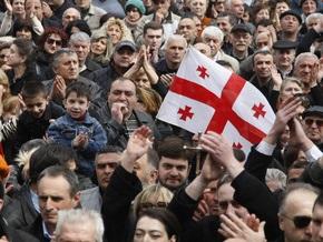 Грузинские оппозиционеры заблокировали центральную площадь Тбилиси