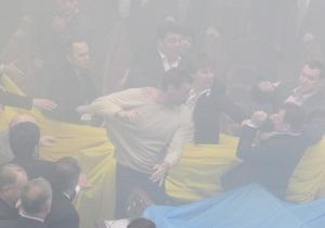 Прокуратура начала расследование беспорядков в стенах Верховной Рады