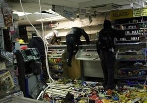 В одном из пригородов Лондона погромщики разграбили все магазины, кроме книжного