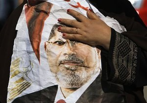 В Брюсселе у здания Еврокомиссии прошла акция в поддержку Мурси