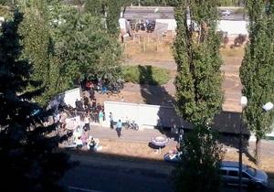 Полторы сотни неизвестных напали на протестующих против застройки сквера на Березняках - очевидцы