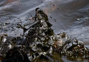 Под Херсоном в проливе Днепра обнаружили разлив нефтепродуктов