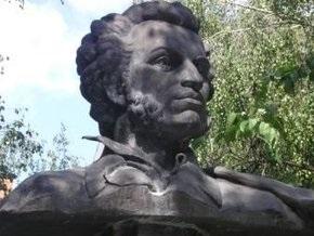 В Полтаве снова осквернили памятник Пушкину