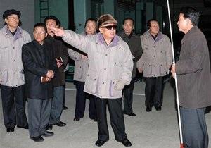 Северокорейские СМИ: Благодаря присутствию Ким Чен Ира внезапно зацвели абрикосы и персики