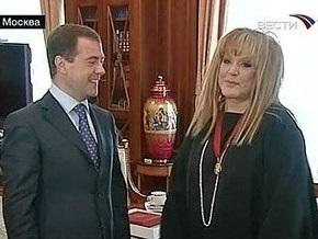 Медведев на встрече с Пугачевой: Такой антураж в моем кабинете впервые