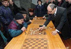 Кернес сыграл в шашки в метро