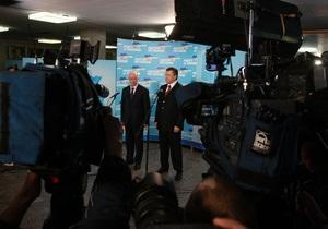 Янукович поздравил работников радио, телевидения и связи