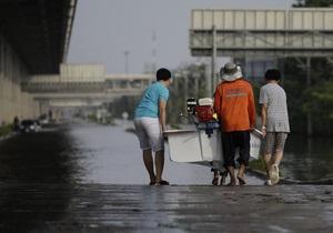 Вода в Бангкоке отступает, власти планируют осушить город за 11 дней