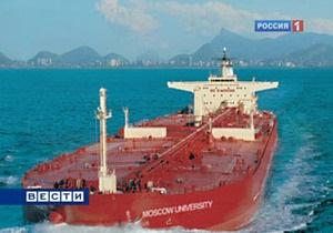 Захваченный пиратами российский танкер дрейфует близ Аденского залива