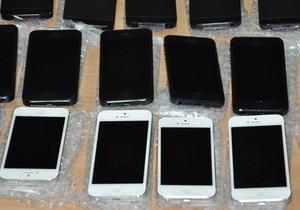 Прилетевший в Днепропетровск украинец хотел незаконно  ввезти в страну сразу 84 iPhone