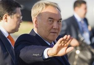 Назарбаев отказался от звания Народного героя