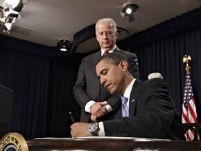 Обама заморозил зарплаты в Белом доме