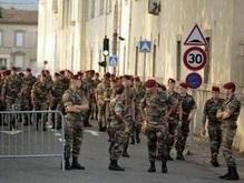 Парад во Франции: толпа обстреляна боевыми патронами