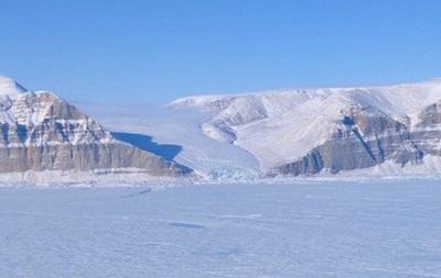 NASA показало тріщину у великому льодовику Гренландії