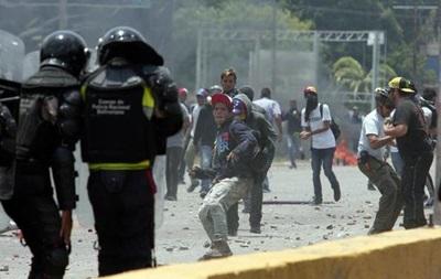 Впроцессе массовых демонстраций вВенесуэле погибли двое итингующих иодин силовик