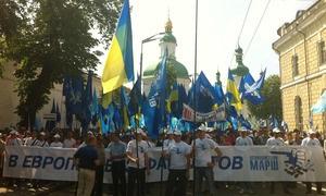 Новости Украны - митинги в Киеве: На Европейской площади собрались около четырех тысяч человек. В антифашистском шествии участвуют 45 тысяч сторонников ПР