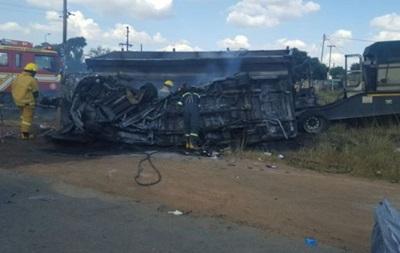 В ЮАР автобус столкнулся с грузовиком, 20 детей погибли