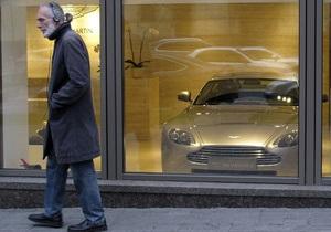 Корреспондент: Ради статусных дорогих покупок украинцы готовы экономить на жизненно необходимом