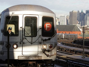 В США пассажиров поезда эвакуировали из-за найденного в вагоне порошка