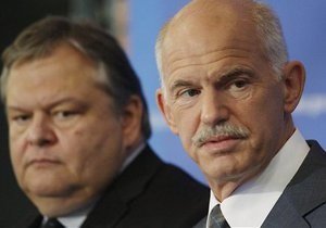 Сегодня глава Минфина Греции попросит кредиторов предоставить стране обещанные 8 млрд евро